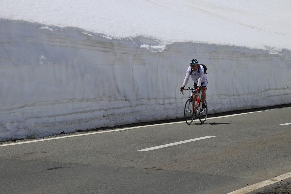 cyklista sníh