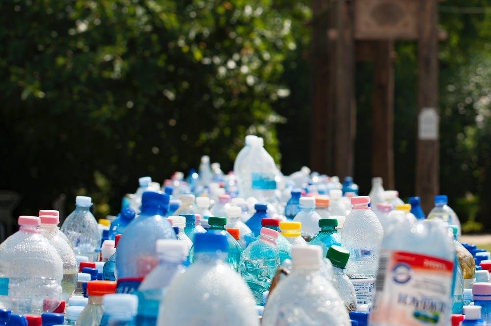 doba plastová