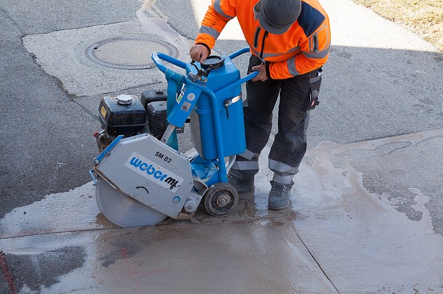 řezání asfaltu