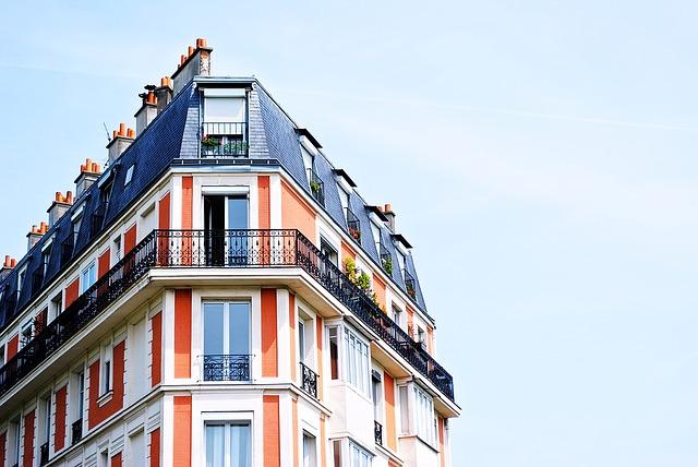 bytový dům s balkony