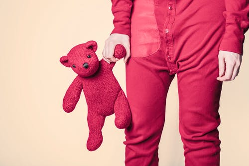Ulehčete dětem jejich první krůčky. Jaké jsou výhody dětského chodítka?